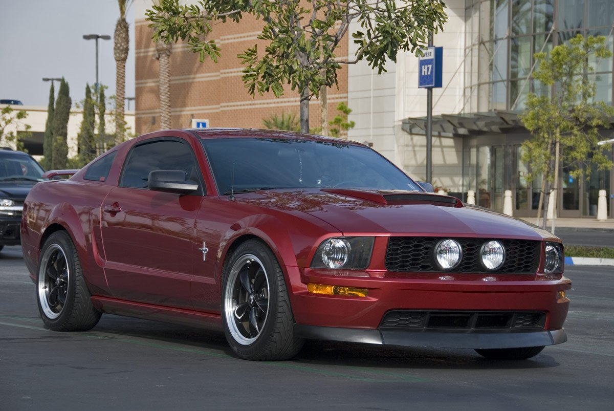 looking for boss hood scoop for 2005 mustang v6 ford mustang forum. Black Bedroom Furniture Sets. Home Design Ideas