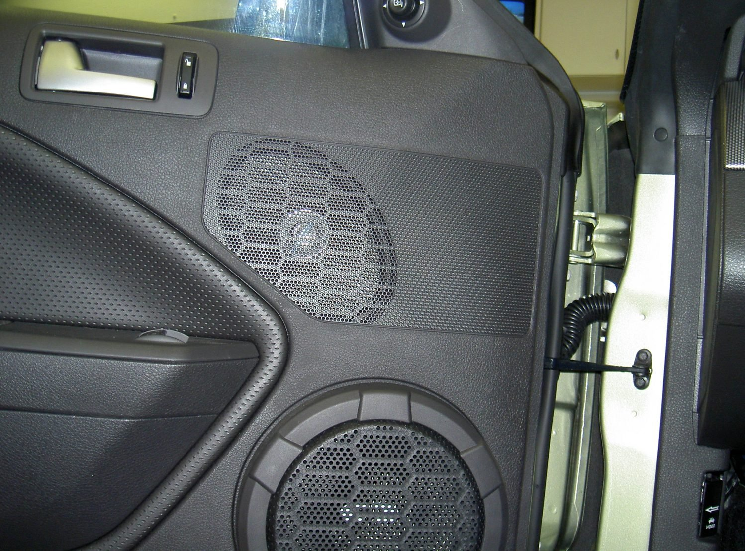 2005 mustang gt has anyone replaced the woofers in the. Black Bedroom Furniture Sets. Home Design Ideas