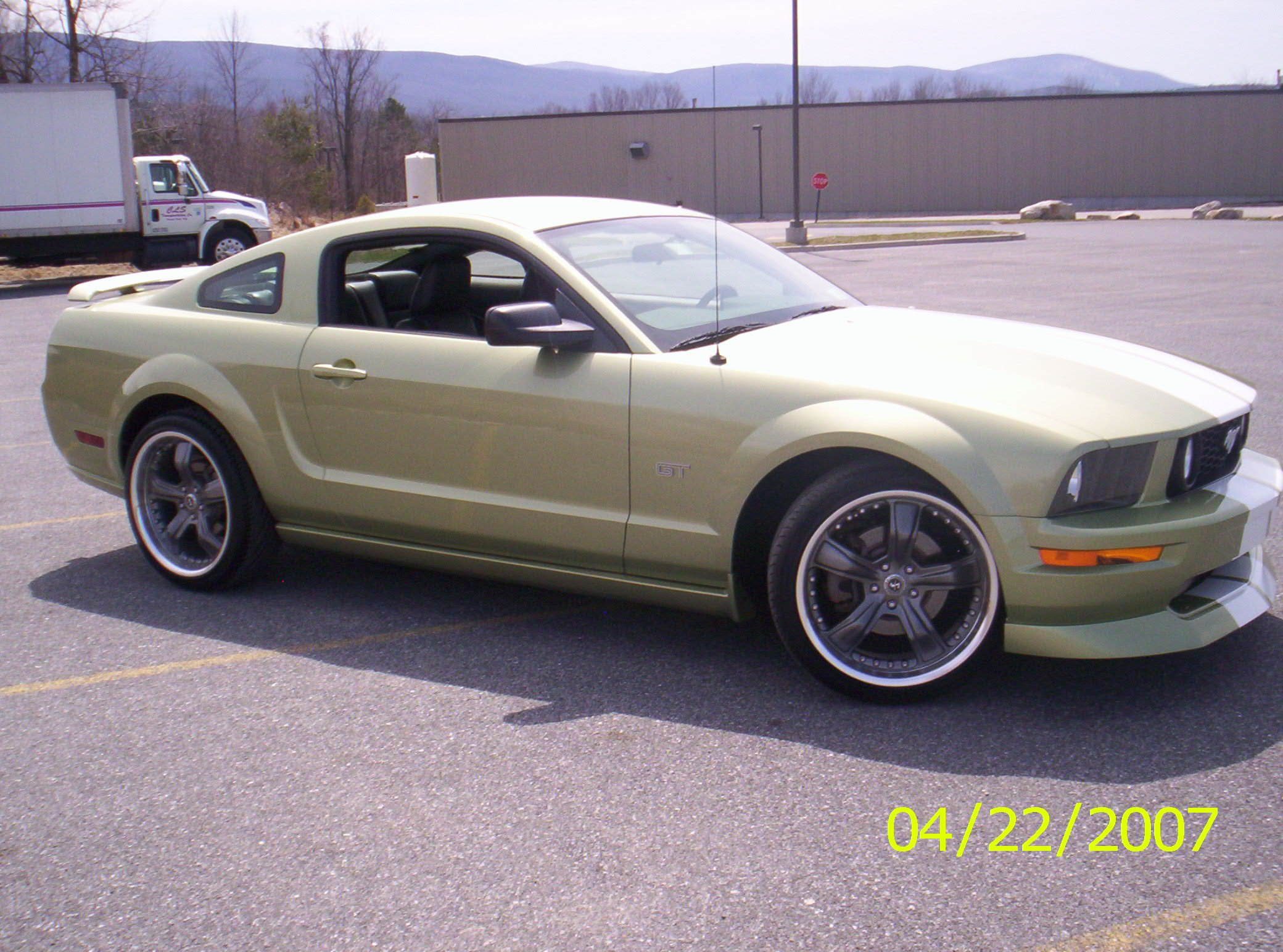 how would 20 wheels look without lowering ford mustang. Black Bedroom Furniture Sets. Home Design Ideas