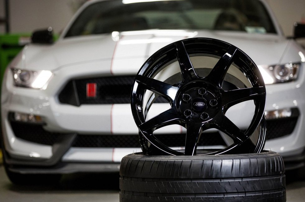 2016-ford-mustang-shelby-gt350s-carbon-fiber-wheels_100518627_l