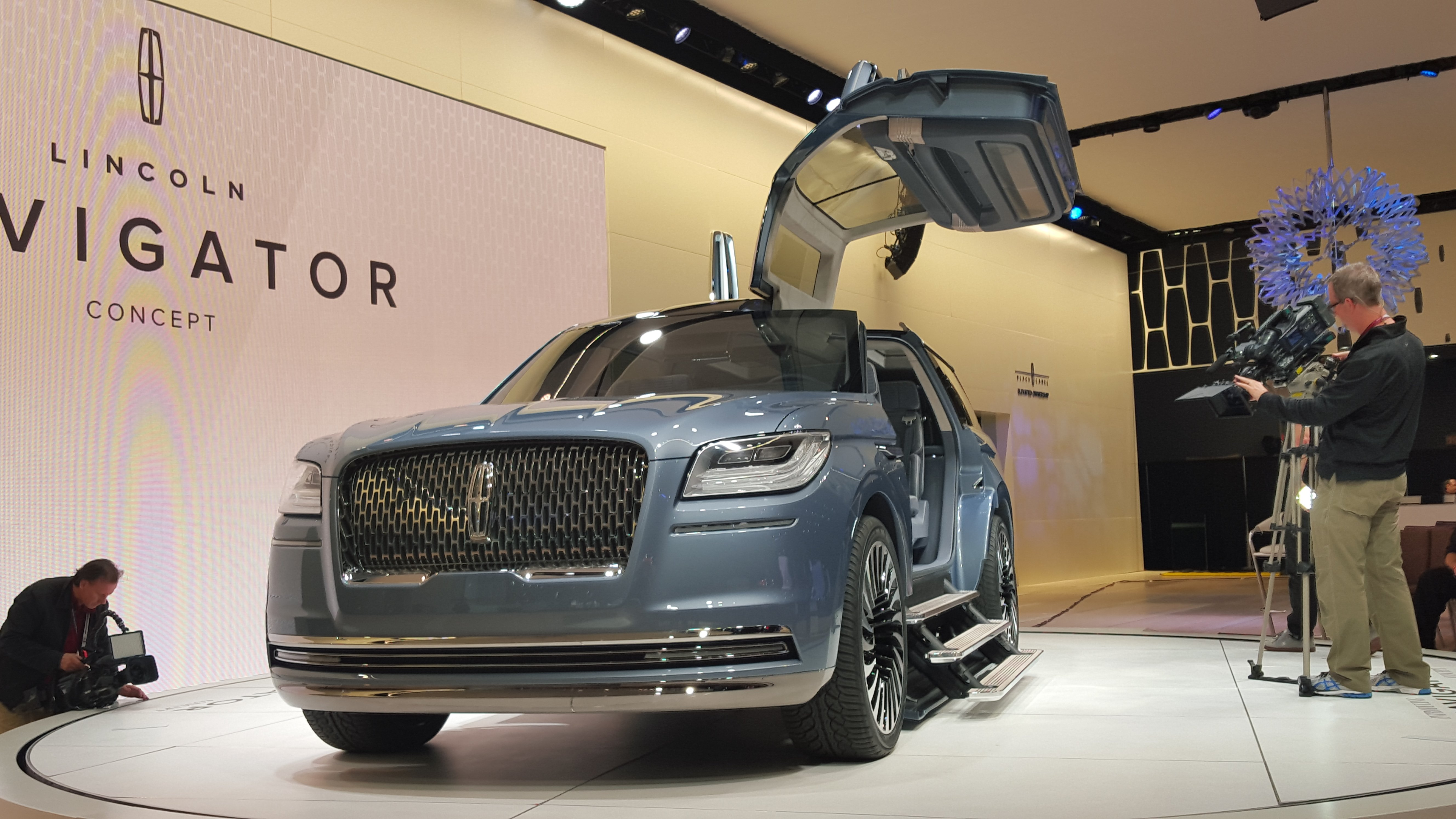 The Lincoln Navigator Concept Live from NYAIS