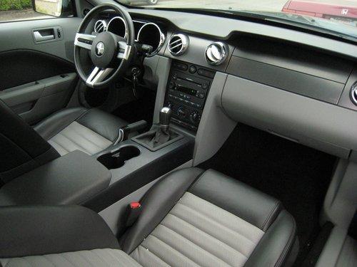 2005+mustang+interior