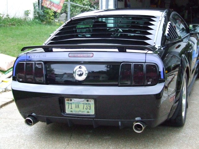 Anybody have pictures of black mustang with blue racing stripes