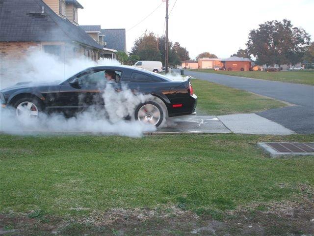 2006 Mustang Gt 0 60 >> 2006 Mustang GT... Driveway burnout! - Ford Mustang Forum