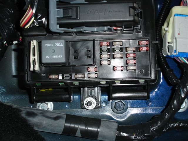 2005 Mustang Interior Fuse Box Location