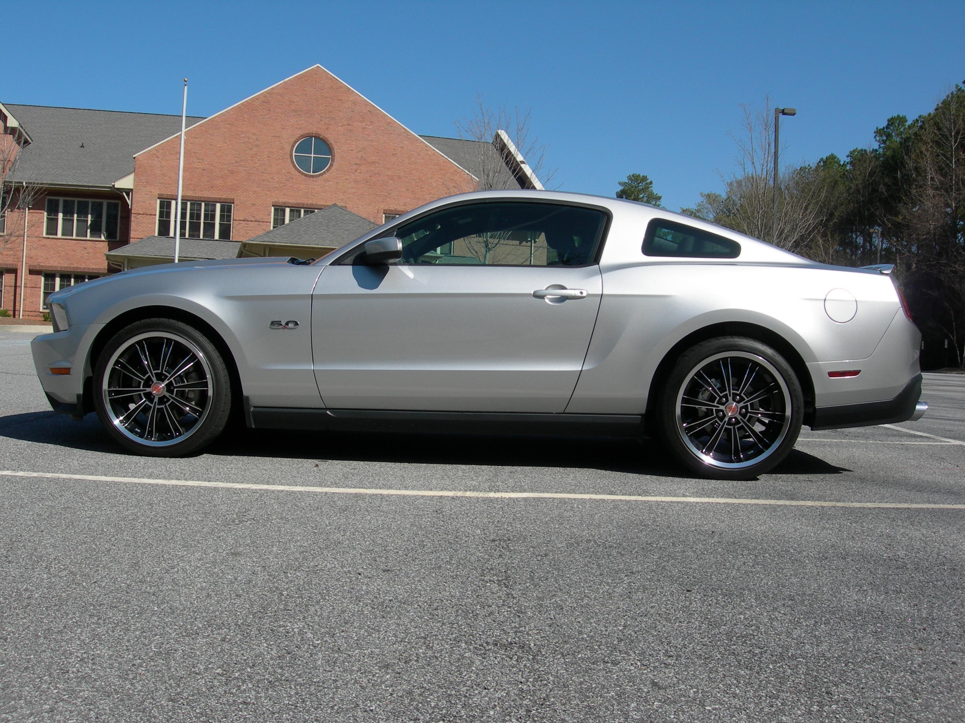 Ford mustang with rims pictures