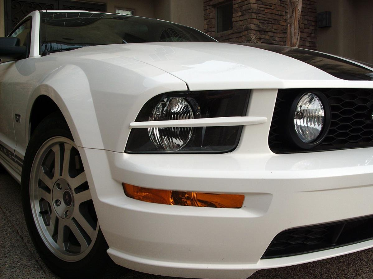 Headlight Splitters On White 2005 Mustang Gt Ford