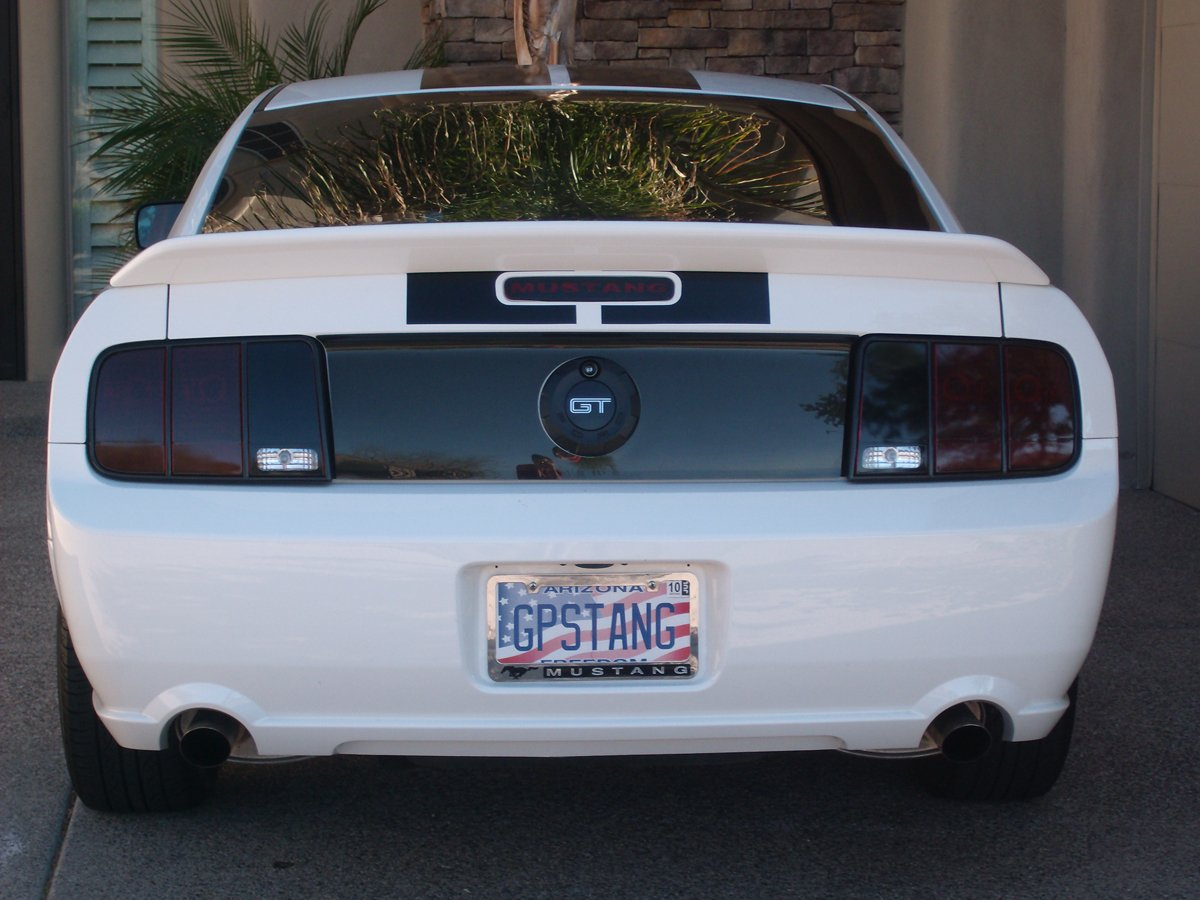 Gt500 Spoiler On White 2005 Mustang Gt Ford Mustang Forum
