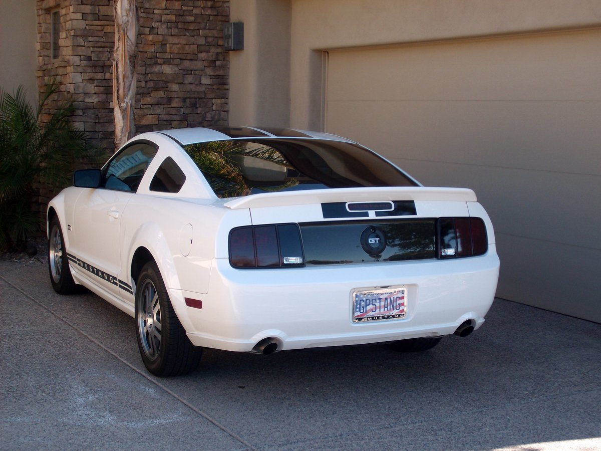 gt500 spoiler on white 2005 mustang gt ford mustang forum. Black Bedroom Furniture Sets. Home Design Ideas