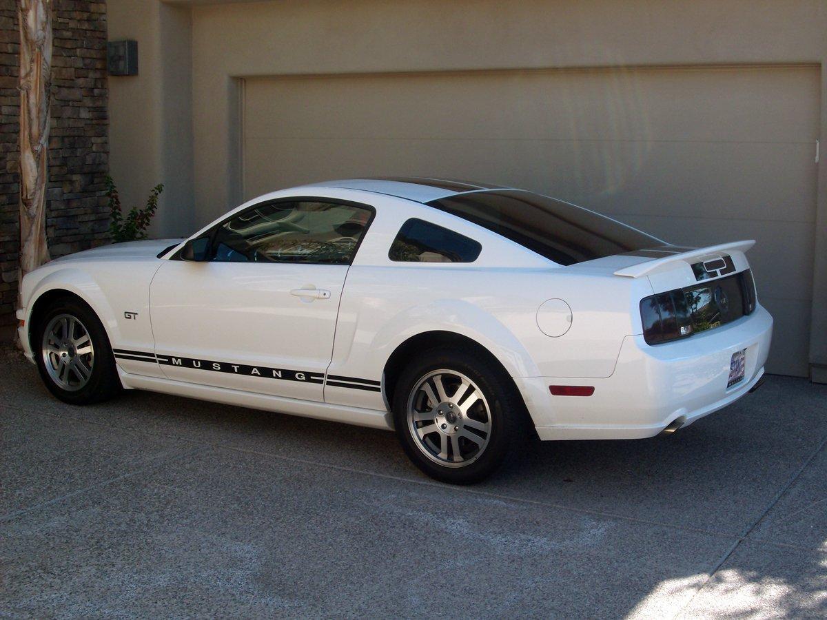 Gt500 Spoiler On White 2005 Mustang Gt