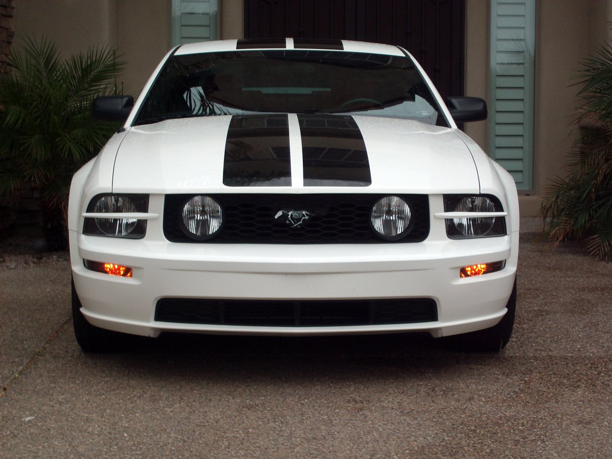 Black Turn Signals On My White 2005 Mustang Gt Ford