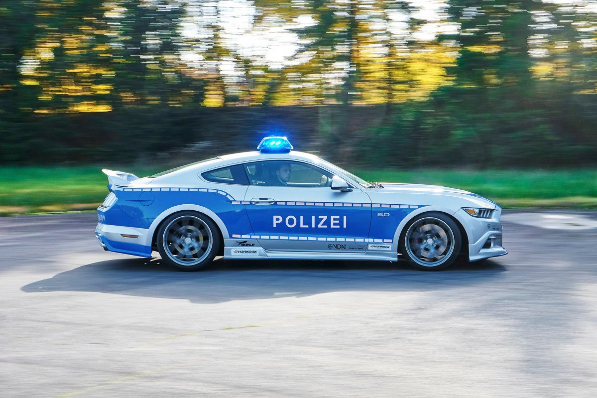german-ford-mustang-police-car-05