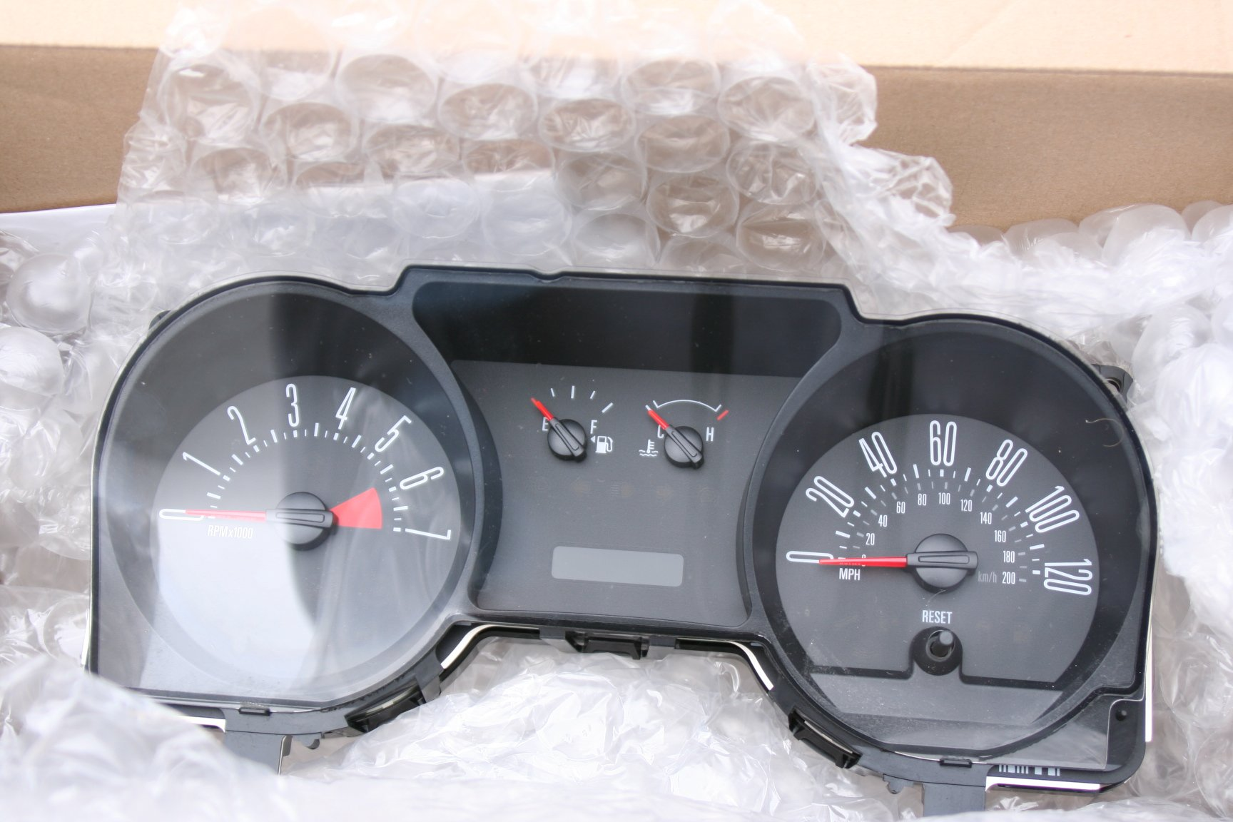 2005 ford mustang gt gauge cluster