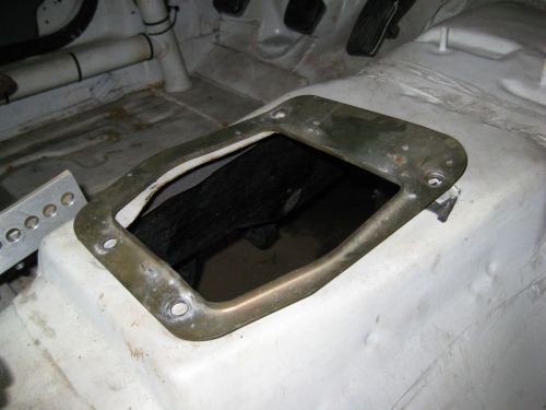 AOD to T5 swap procedure-manual-seal-manual-shifter-hole.jpg