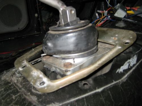 AOD to T5 swap procedure-manual-shifter-seal-auto-shifter-hole.jpg