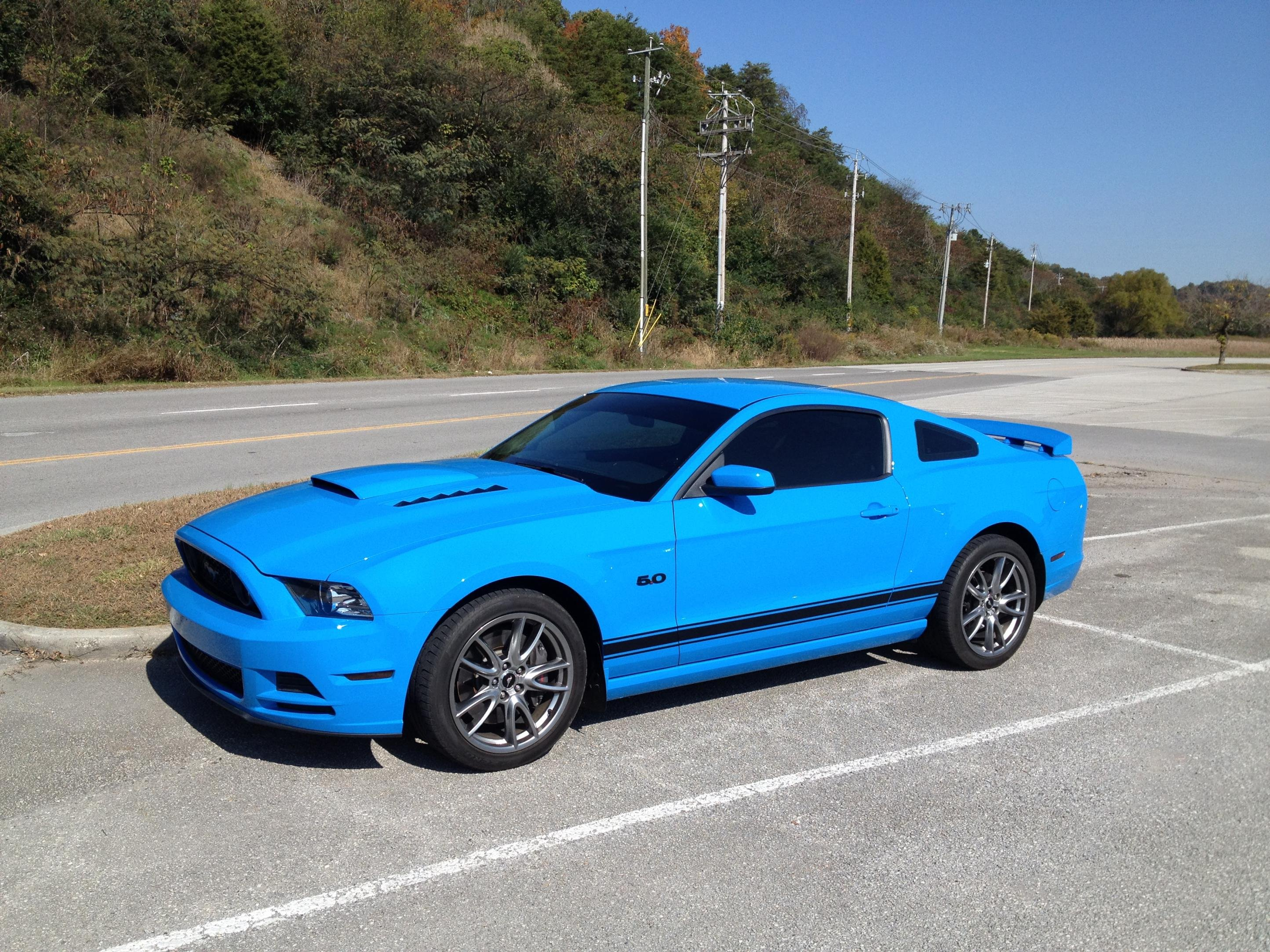 looking for pics of grabber blue with black accents ford mustang forum. Black Bedroom Furniture Sets. Home Design Ideas