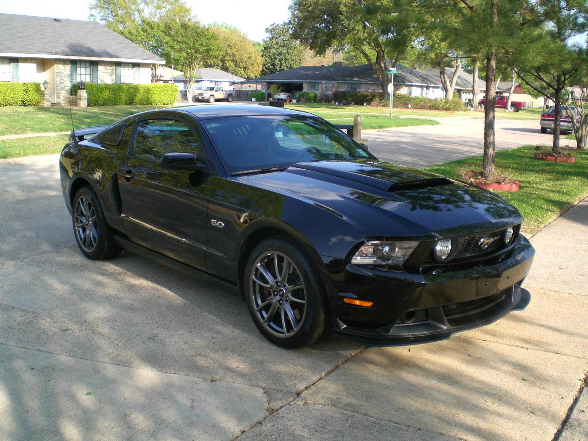boss 302 valence and splitter install on 2011 gt ford. Black Bedroom Furniture Sets. Home Design Ideas