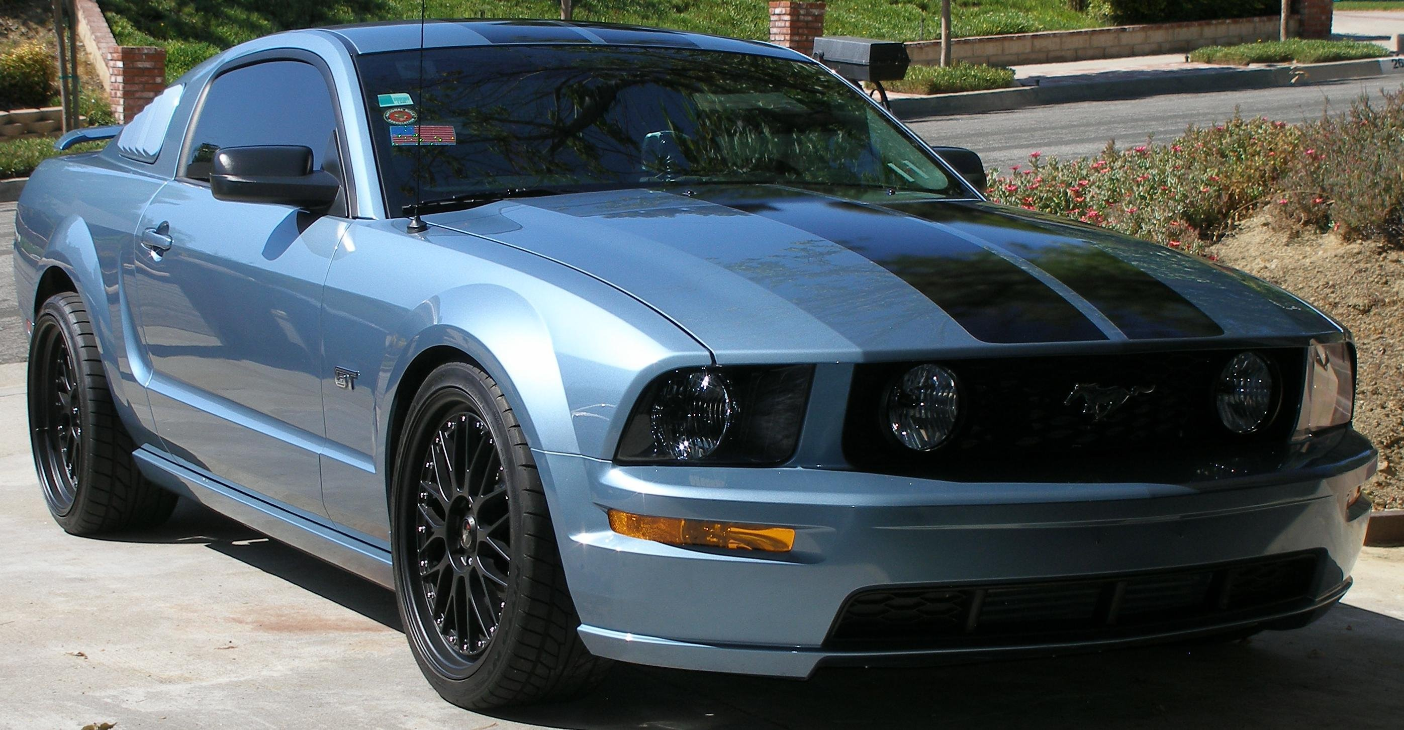 Windveil blue 2006 Mustang black or white stripes  Ford Mustang
