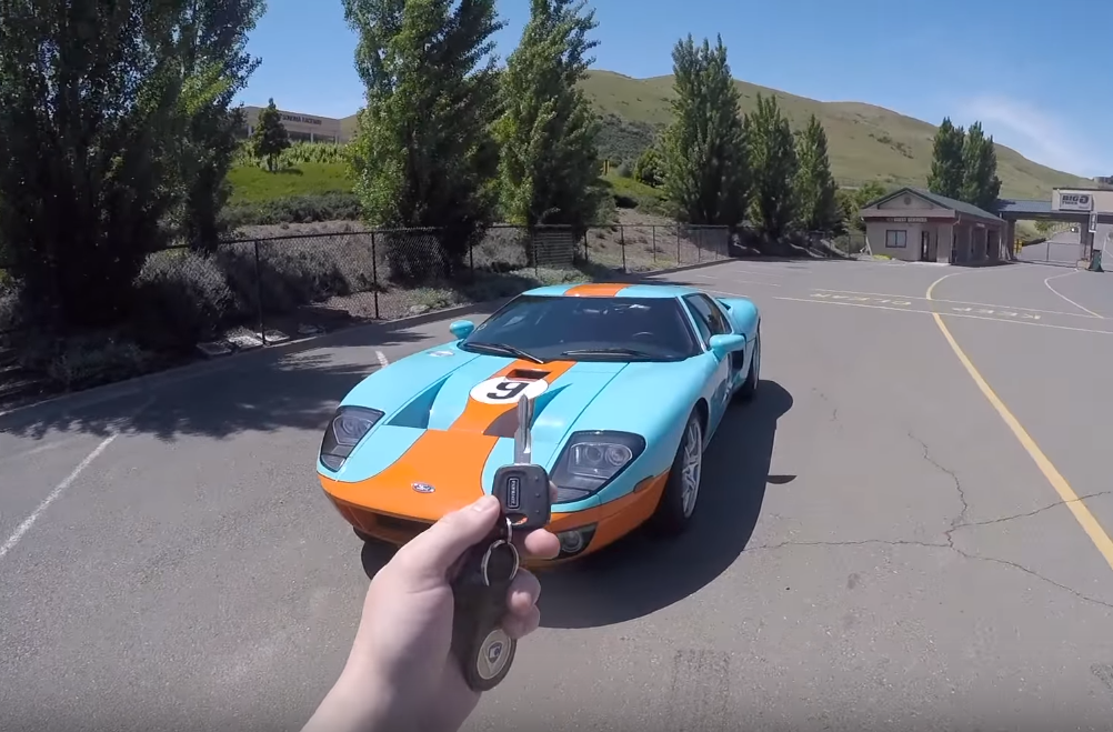 What's It Like to Drive a 2006 Ford GT?
