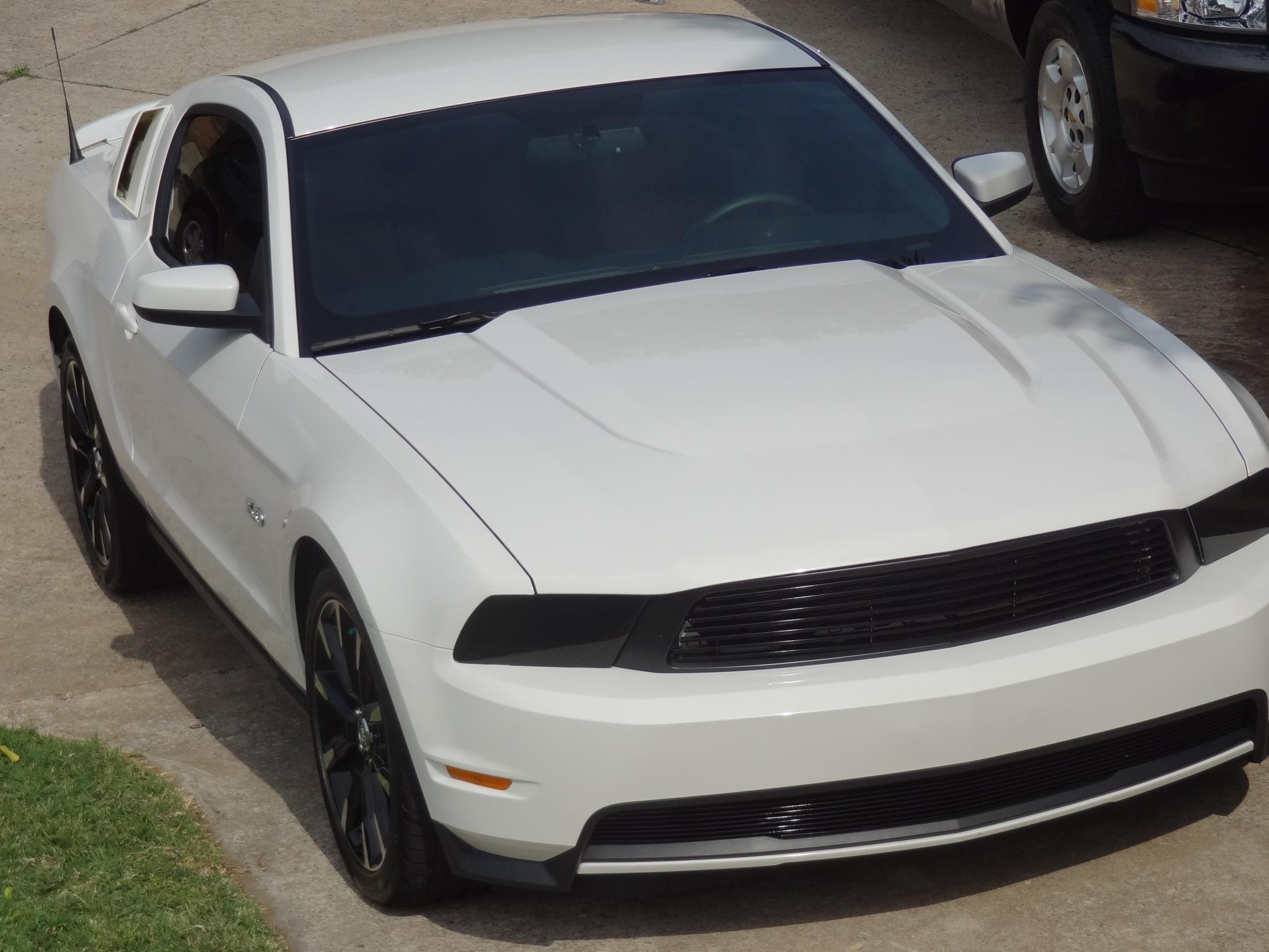 click image for larger version name stangjpg views 3113 size 2137 - Mustang 2012 White