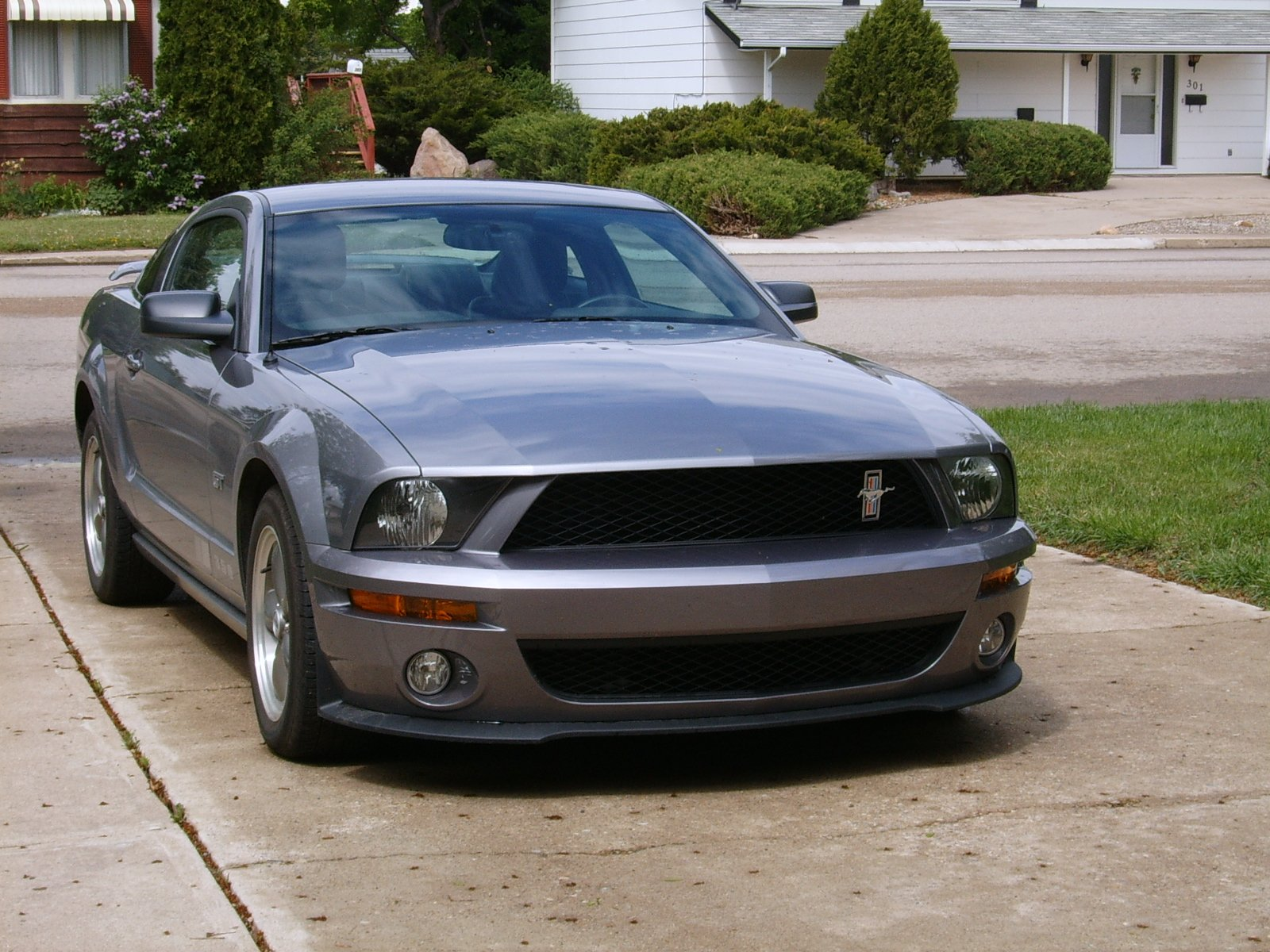 shelby gt500 front fascia on an 2005 mustang gt ford. Black Bedroom Furniture Sets. Home Design Ideas