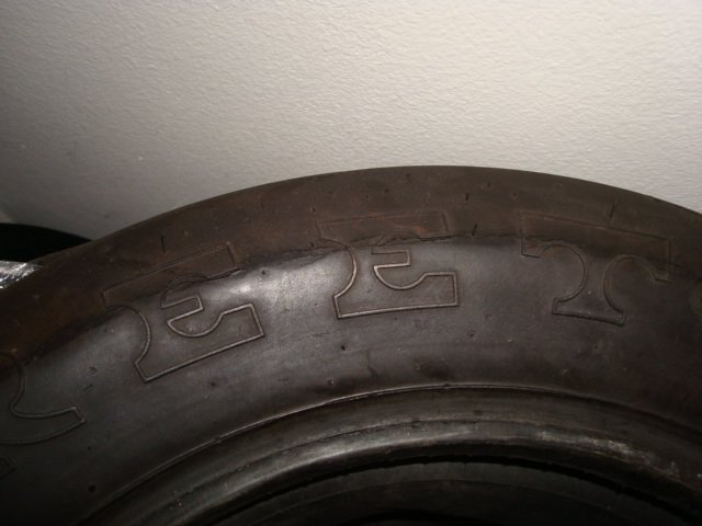 Tires: Sidewall cracks, passenger car tires, passenger car tire