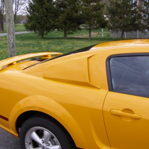 Some pics of my car with xenon window scoops